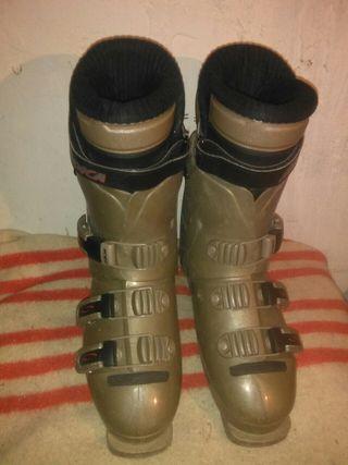 botas de esquí Nordica talla equivalente a 42/42.5