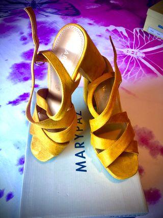 Sandalias tacón amarillas