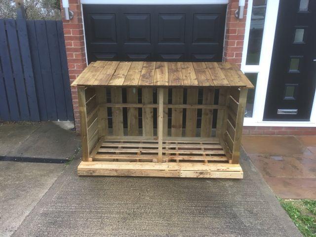 Log stores/garden furniture free del local