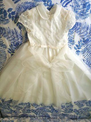 Vestido de comunión niña con accesorios.