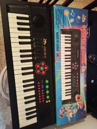 Piano electrónico antiguo