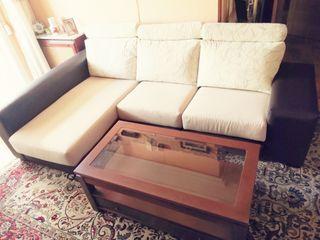 Sofá chaise longue y mesa de centro