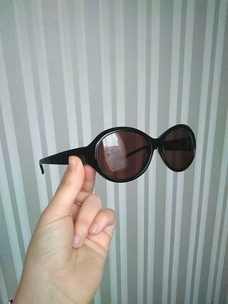 Gafas de sol negras de óptica