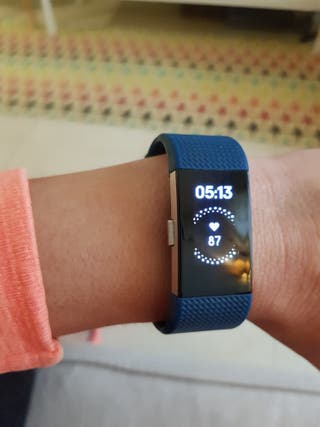 Fitbit Charge 2 con 3 correas intercambiables.