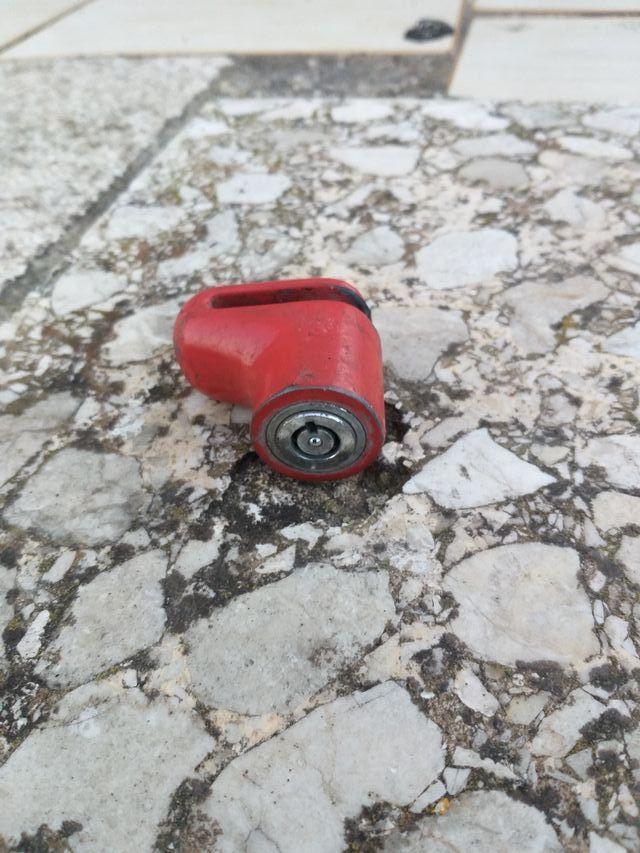 Pinza antirrobo moto