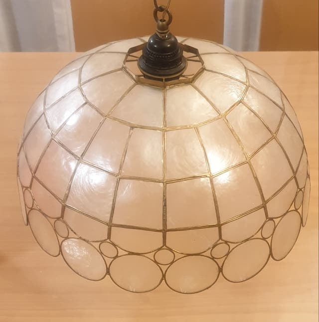 Lámpara 100% artesanal de nácar.