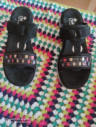 Sandalias cómodas, bonitas..A mitad de su precio