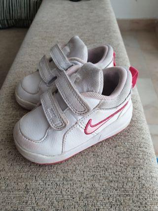 Zapatillas Nike bebe niña T.19,5
