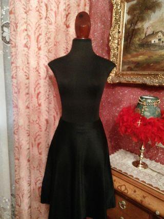 Falda NUEVA Promode talla 38 negra vuelo raso