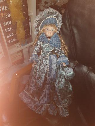 muñeca de coleccion firmada