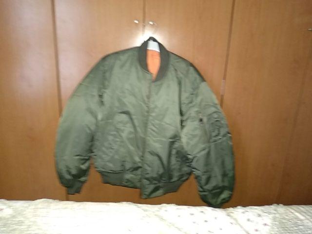 vendo bomber Alpha MA1 talla M verde militar