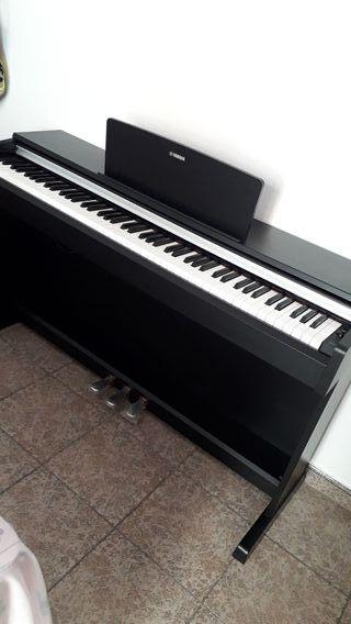 Se vende piano Yamaha en perfecto estado. 10/10