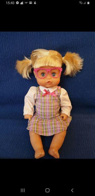 Muñeca nenuco profesora