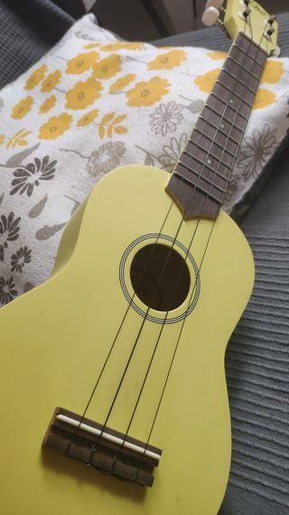 UKELELE EKO SOPRANO vendo/cambio por guitarra