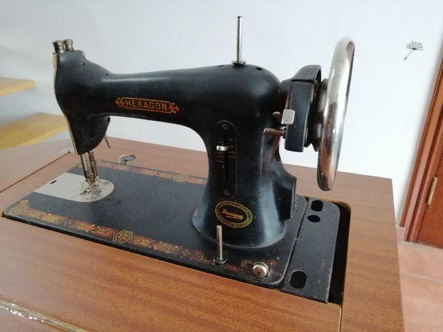 Maquina de coser HEXAGON de segunda mano por 150 € en Vigo