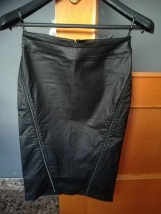 Falda negra elastica