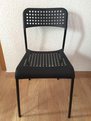 4 sillas negras