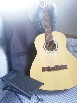 Guitarra española junior con funda y pedal