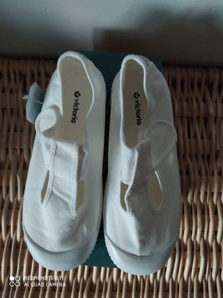 Zapatillas victoria blanca talla 33 sin estrenar?!