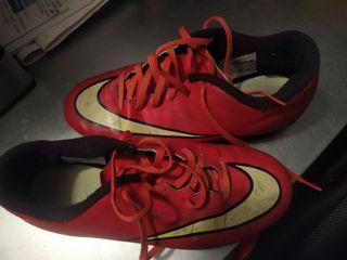 botas Nike + espinilleras