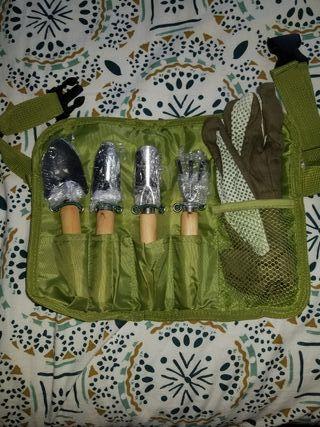 Cinturón con herramientas de jardineria