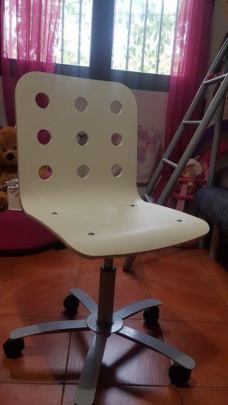 silla blanca tocador o escritorio