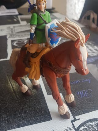 figura ipona y link zelda