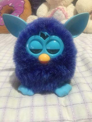 Furby morado y azul