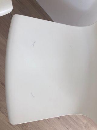 Sillas blancas (2)