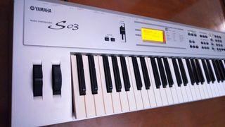 Yamaha S03 (Piano, teclado-sintetizador)