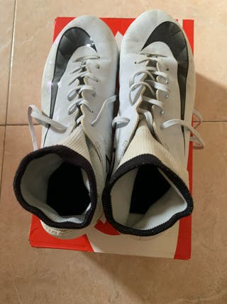 Zapatillas de fútbol nike TALLA 38,5. Precio 25€