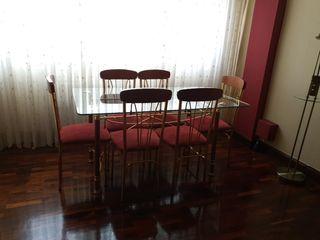mueble de salon y mesas de cristal