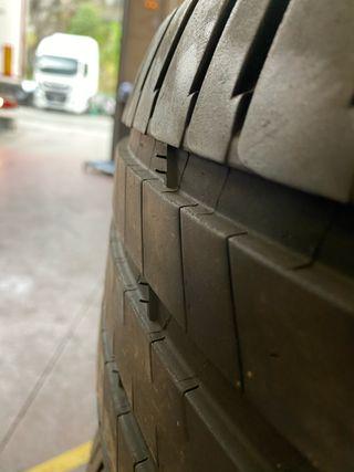 Juego de neumáticos Michelin 255/45/R19 100V