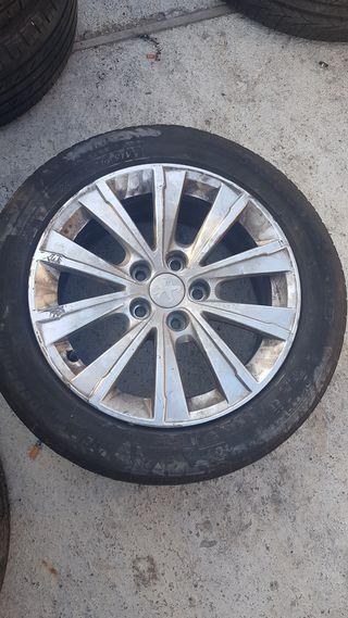 Llanta 16 de aluminio con neumatico peugeot 308