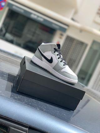Air Jordan 1 mid smoke grey