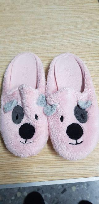 zapatillas rosas de perritos con número 33 usadas
