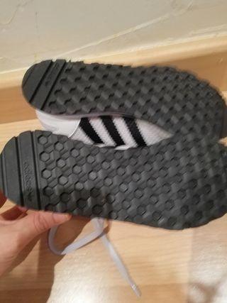 Zapatillas Adidas sin estrenar