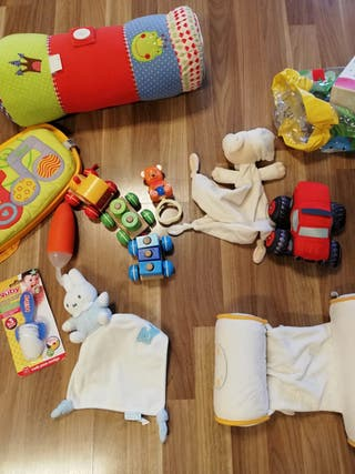 Lote juguetes y accesorios cuna