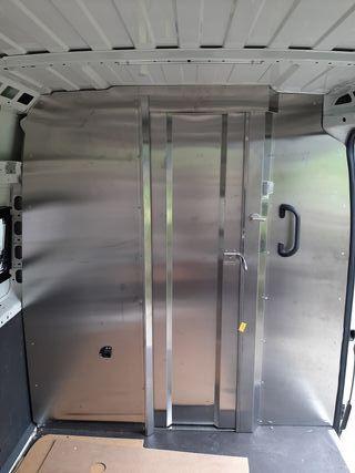 Mampara divisoria separador carga con puerta corredera Citroen Jumper 2018