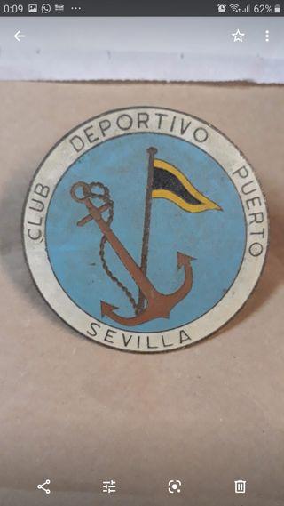 Chapa antigua del Club deportivo puerto Sevilla