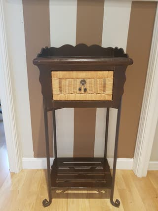 Mueble con cajón para entrada o pasillo