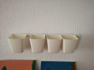 barra Ikea con 4 maceteros plásticos