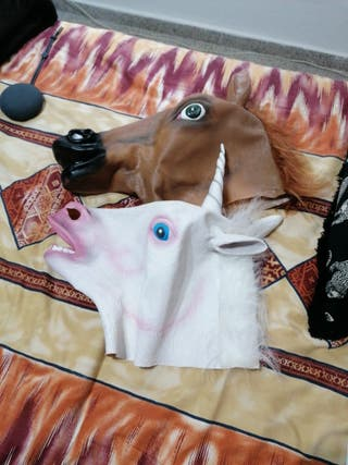 Mascaras de caballo y unicornio