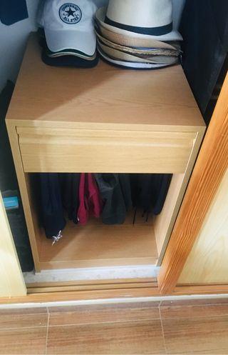 Mueble pantalonero