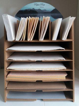 Expositor de sobres y papeles