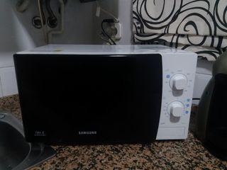 Microondas Samsung GE711K