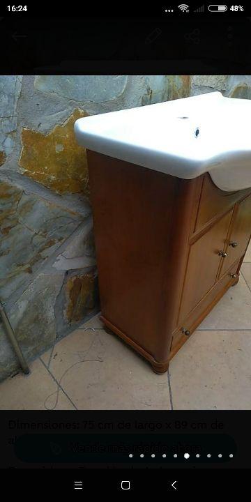 Mueble de baño de madera con lavabo de segunda mano por ...