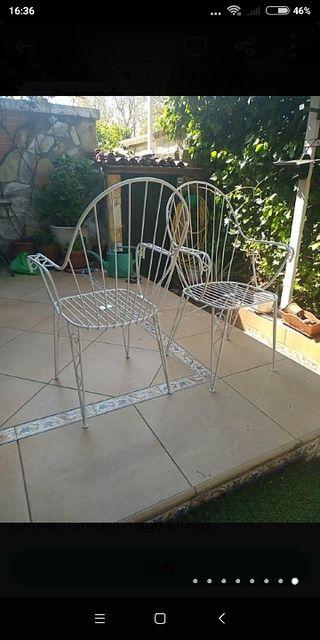 2 sillas de forja blancas de jardín