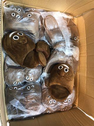 Zapatillas Emoji Caca Caja con 70 uds
