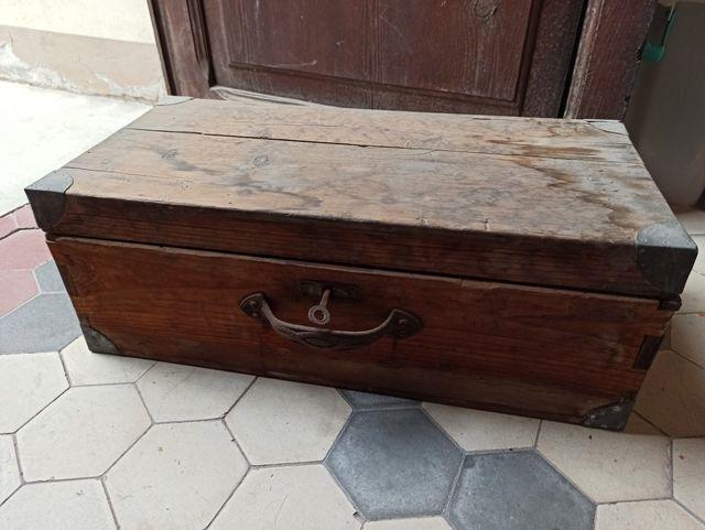 Caja con herramientas antigua